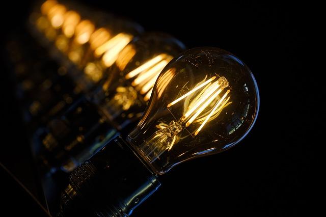 žárovky za sebou