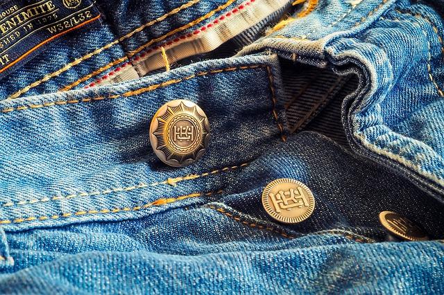 knoflíky na džínách