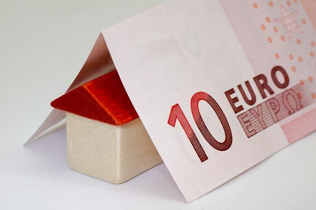 Domeček z papírové bankovky