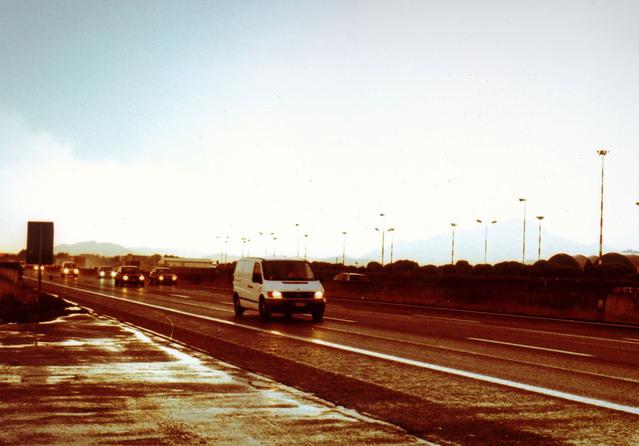 dodávka na dálnici